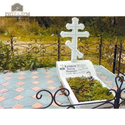 Памятник из белого мрамора № 7