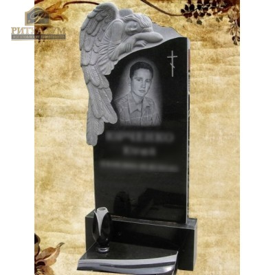 Памятник резной из гранита ЧПУ «Скорбящий с розами» — ritualum.ru